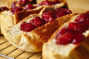 イチゴジャムと食パン